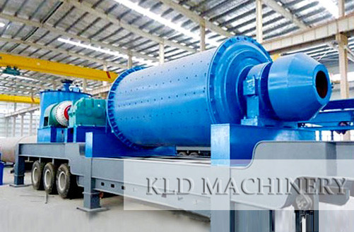Centrally-driven ball mill